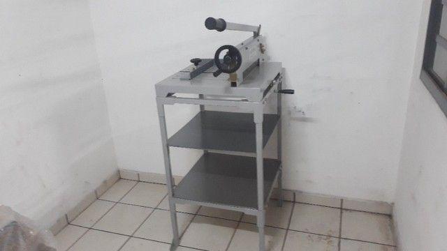 Guilhotina Semi Indutrial - A3 - até 400 fls com mesa