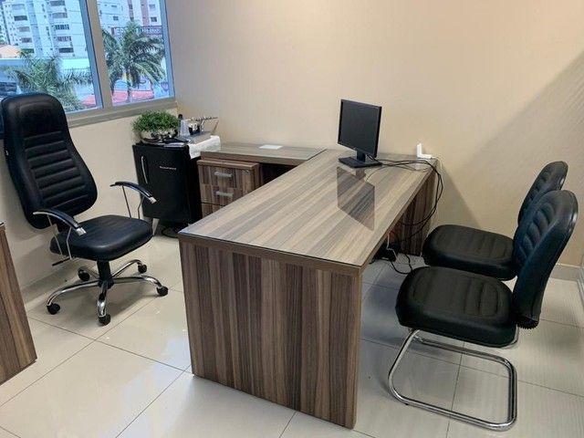 Mesa para escritório em L,  e 3 Cadeiras - Foto 5