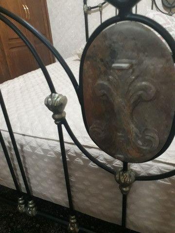 Cama king de ferro forjado Clássica com Pedra Sabão  - Foto 6