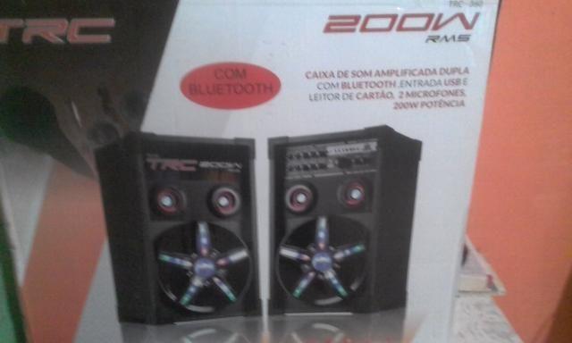 Caixa de som amplificada dupla