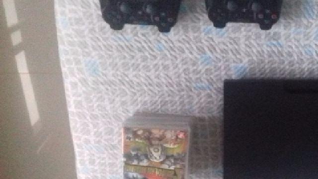 Playstation 3+13 jogos +2 controles