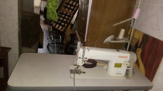 Maquina costura com pé