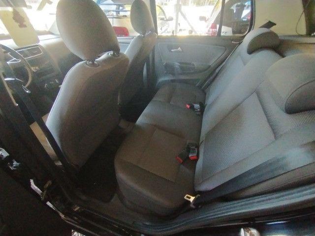 Volkswagen Fox 1.0 VHT (Flex) 4p 2012 - Foto 9