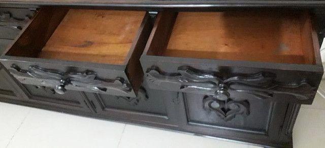 Cômoda antiga de madeira maciça. RARIDADE - Foto 6