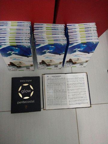 Livros EPOS (estudos bíblicos) Bíblia digital e harpa com música