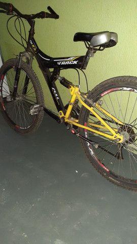 Vendo uma bicicleta aro 26 por motivo de mudança