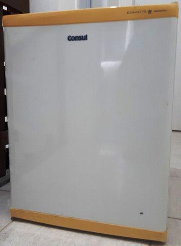 Frigobar Consul branco, 80 litros, usado - Foto 4