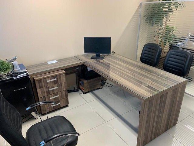 Mesa para escritório em L,  e 3 Cadeiras