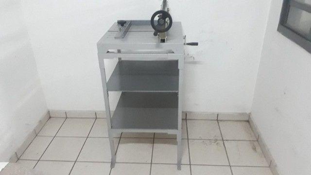 Guilhotina Semi Indutrial - A3 - até 400 fls com mesa - Foto 2
