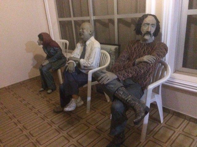 Esculturas em tamanho real, bonecos para bares e restaurantes