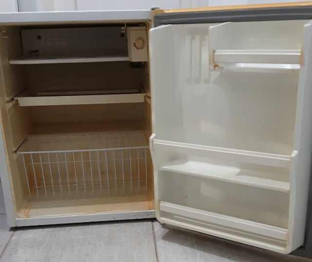 Frigobar Consul branco, 80 litros, usado - Foto 3