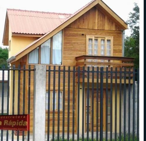 Sobrados em madeira, Casa de madeira, Madeira tratada, Casas na praia, Chalé