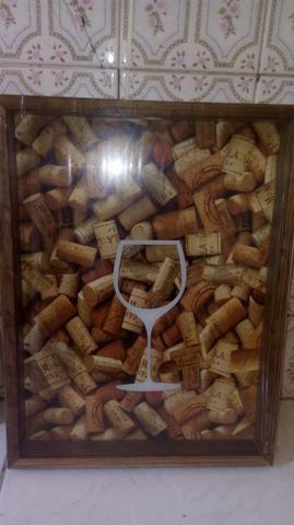 Quadro porta rolha de vinho
