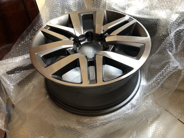Vendo 4 roda Hilux aro 18 SRX