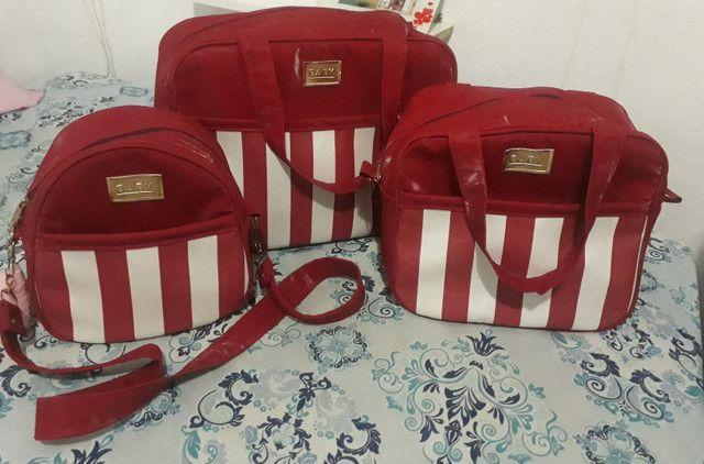 Vendo conjunto de bolsas semi novo, muito bem conservado faço entrega *)