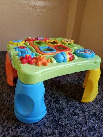 Mesinha de atividades para bebê
