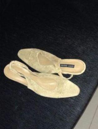 Sandália de nobuk nr 34 marca city shoes