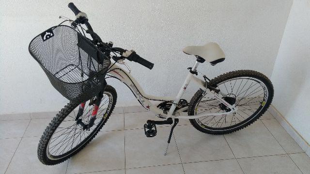 Bicicleta feminina alumínio aro 26 novíssima