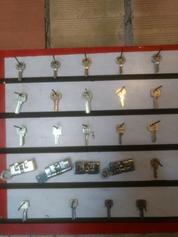 Máquina de fazer cópia de chaves. 1.300 reais