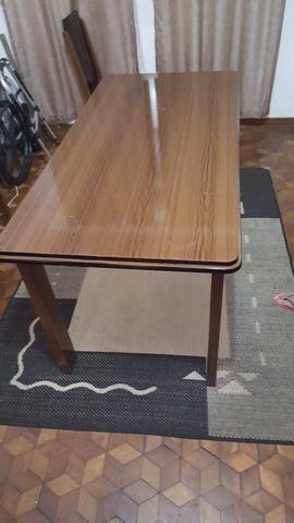 Mesa de jantar 6 lugares (sem cadeiras)
