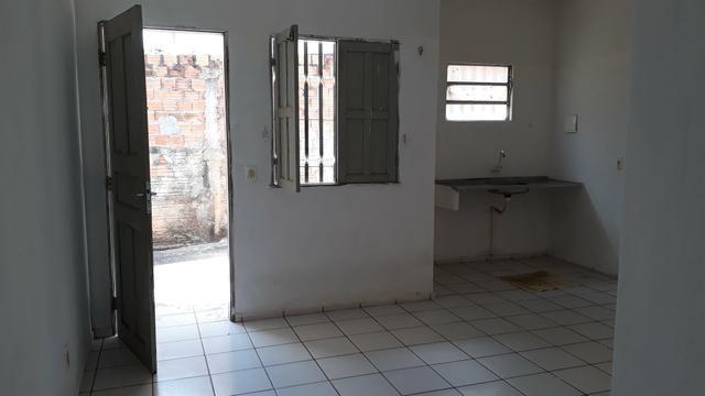 Alugar kitenet valor de 300 reais mês não pagar água só energia - Foto 6