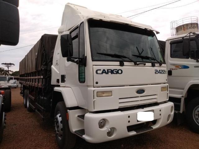 Ford Cargo 2422 cabina leito