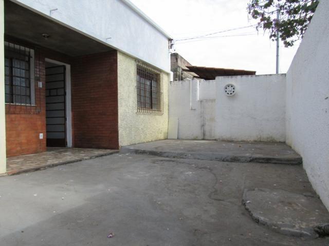 Rm imóveis vende ótima casa de 03 quartos no caiçara, ótima localização!