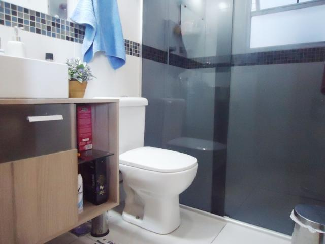 Excelente localização, apartamento todo reformado, 03 quartos sendo 02 com armários! - Foto 17