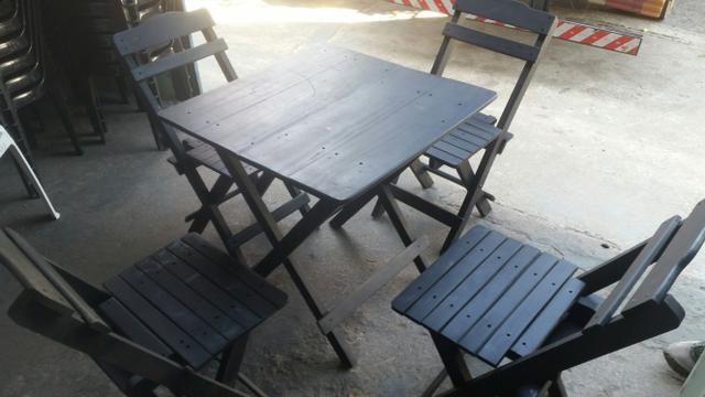 Cadeira e mesas