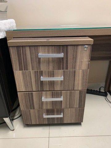 Mesa para escritório em L,  e 3 Cadeiras - Foto 2