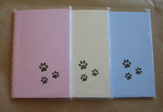 Caderno com patinhas de cachorro