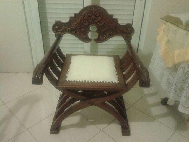Cadeira decorativa em madeira maciça