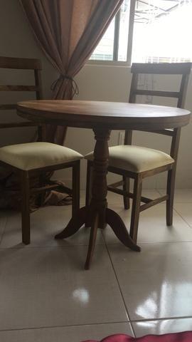 Mesa e cadeiras de Gravatá novíssimas