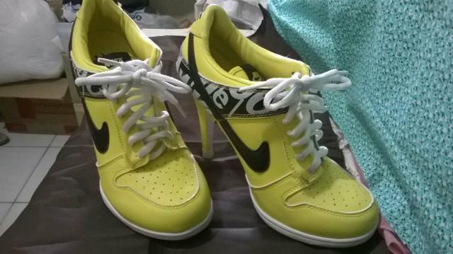 Tênis de salto alto da Nike