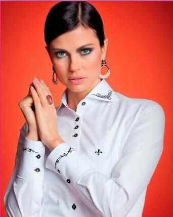Blusa Dudalina branca com bordado preto