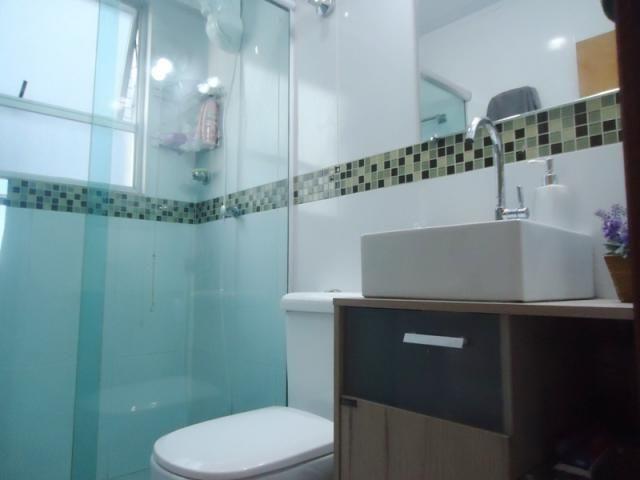Excelente localização, apartamento todo reformado, 03 quartos sendo 02 com armários! - Foto 15