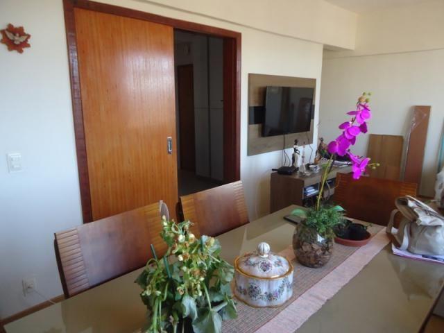 Excelente localização, apartamento todo reformado, 03 quartos sendo 02 com armários! - Foto 2