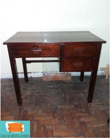 Escrivaninha em madeira com gavetas - Foto 4
