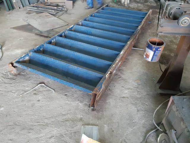 Escada metálica usada
