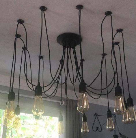 Lustre com 12 braços e 12 lâmpadas filamento