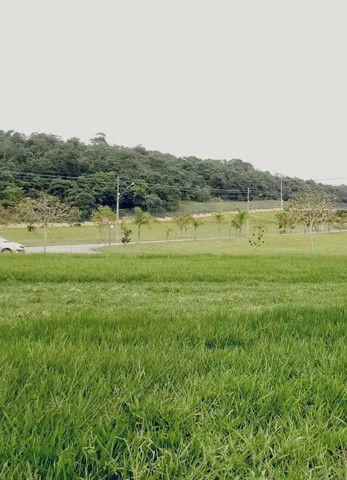 Terreno plano no Alphaville 2 com fundo para mata de preservação de 455m² - Foto 2