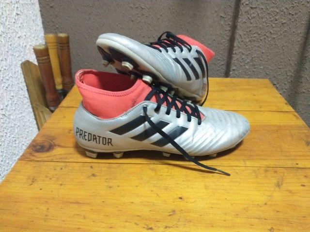 Chuteira Adidas seminova - Foto 4