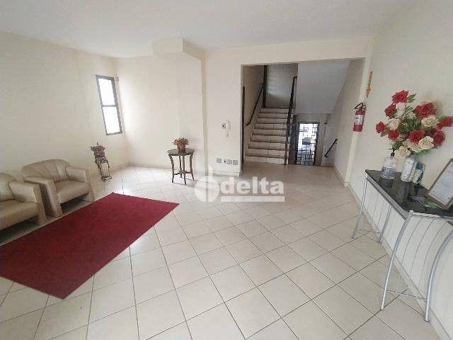 Apartamento com 3 dormitórios para alugar, 110 m² por R$ 1.500,00/mês - Centro - Uberlândi