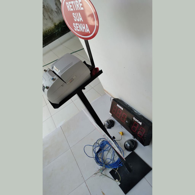 Vendo dispensor de senhas mais painel pra controle - Foto 2