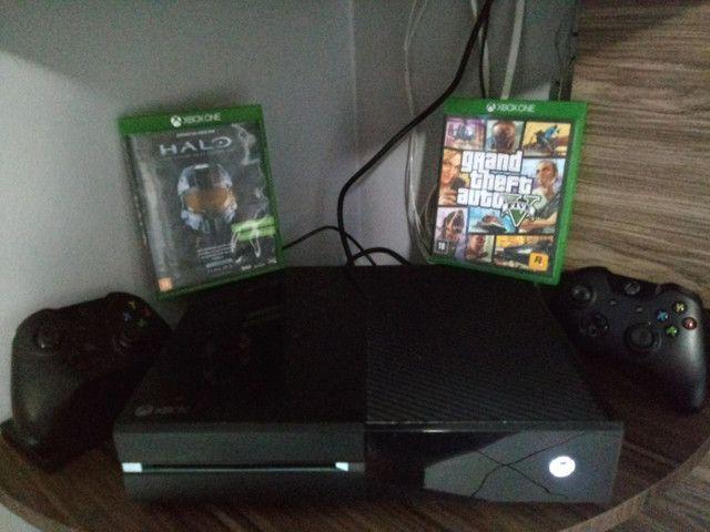 Vendo Xbox one fat completo!