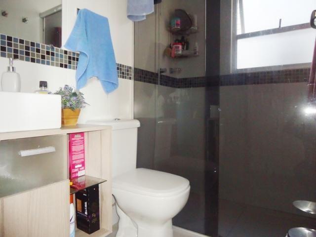 Excelente localização, apartamento todo reformado, 03 quartos sendo 02 com armários! - Foto 19
