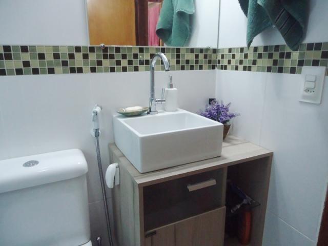 Excelente localização, apartamento todo reformado, 03 quartos sendo 02 com armários! - Foto 16