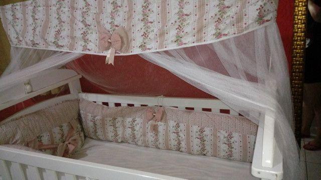 Vendo berço usado, acompanha colchão, mosqueteiro e protetor lateral - Foto 3