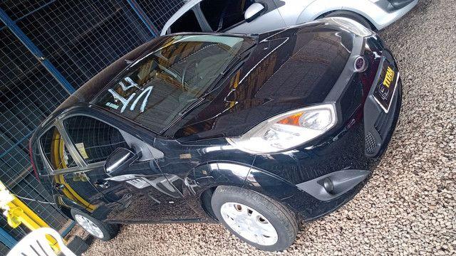 Fiesta 1.0 ano 2014. Ent. R$5.000 - TITAN Multimarcas