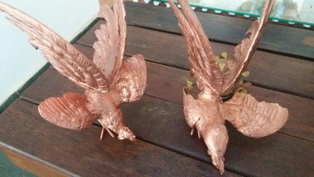 Dois galos em bronze